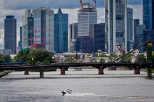 Jet Boot Action Tour - Cruise in der City von Frankfurt