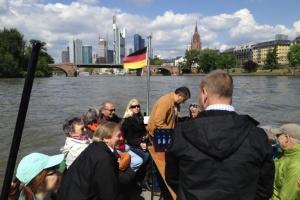 Benefiz-Aktion: Stadtführung vom Fluss - Entdecken Sie unsere Metropole auf einer alten Hafenbarkasse