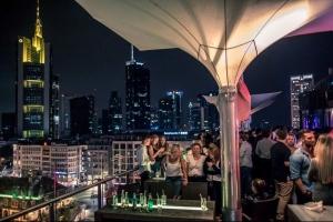 7-party with a view - feiern & übernachten für zwei in FFM