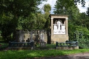 Der Frankfurter Hauptfriedhof - Zwischen Gedenken und Gestalten