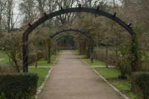 Ostpark neu erleben - Atomschutzbunker, komische Kunst, Schulgarten & ein fußballspielender Außenminister