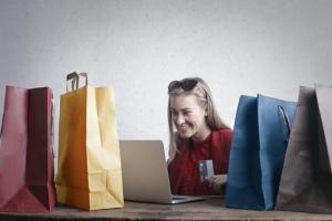 Kleiderschrank neu ordnen & Kleidung gewinnbringend verkaufen - Via App zur Goldmarie!