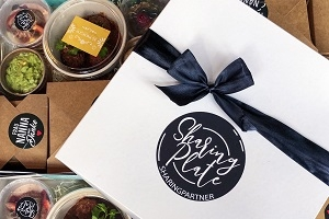 Interaktive LIVE-VERKOSTUNG: Sharing Plate Online-Food-Tour & Kulinarik Box - Eine kulinarische Weltreise für zu Hause